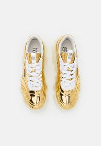 Versace Jeans Couture - Trainers - gold - 4