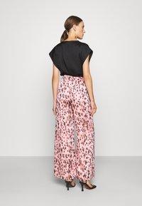 Milly - LEOPARD STRIPE BURNOUT - Kalhoty - pink/multi - 2