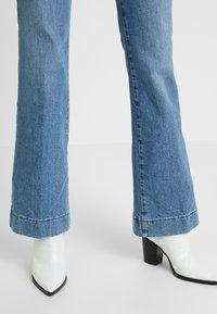 Wrangler - Flared Jeans - blue noise - 3