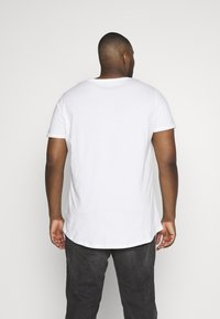 Lee - SHAPED TEE - T-shirt basique - cloud dancer - 2