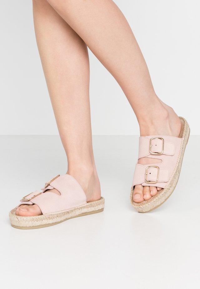 CLAQUETTE - Pantofle - rosé
