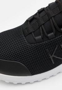 Calvin Klein Jeans - RUNNER LACEUP - Sneakersy niskie - black - 5