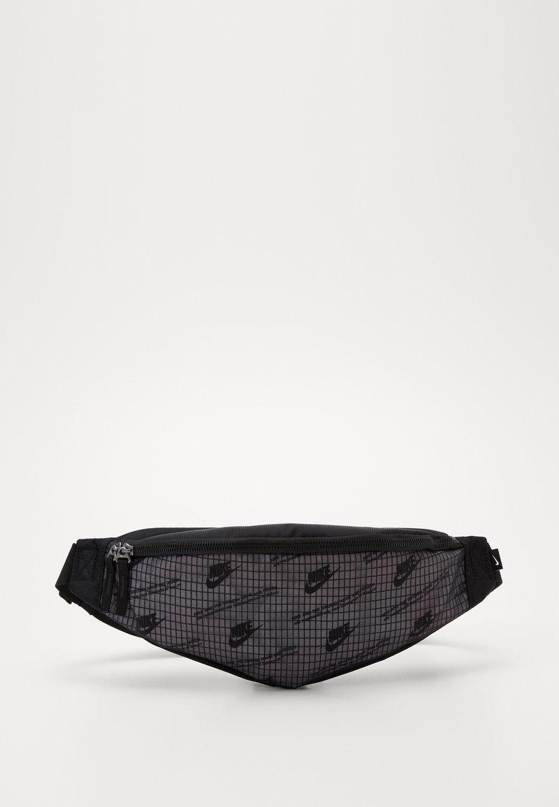 Nike Sportswear - HERITAGE HIP PACK  - Ledvinka - black