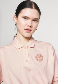 Nike Sportswear - FEMME CROP - Poloshirt - orange/terra blush - 3