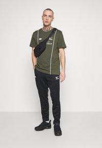 Nike Sportswear - PANT - Verryttelyhousut - black/light smoke grey/white - 1
