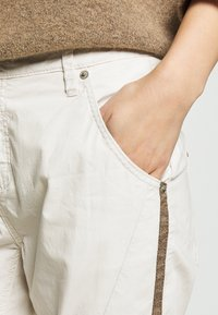 Opus - LETTY COLOR TAPE - Jeans Skinny Fit - beige - 4