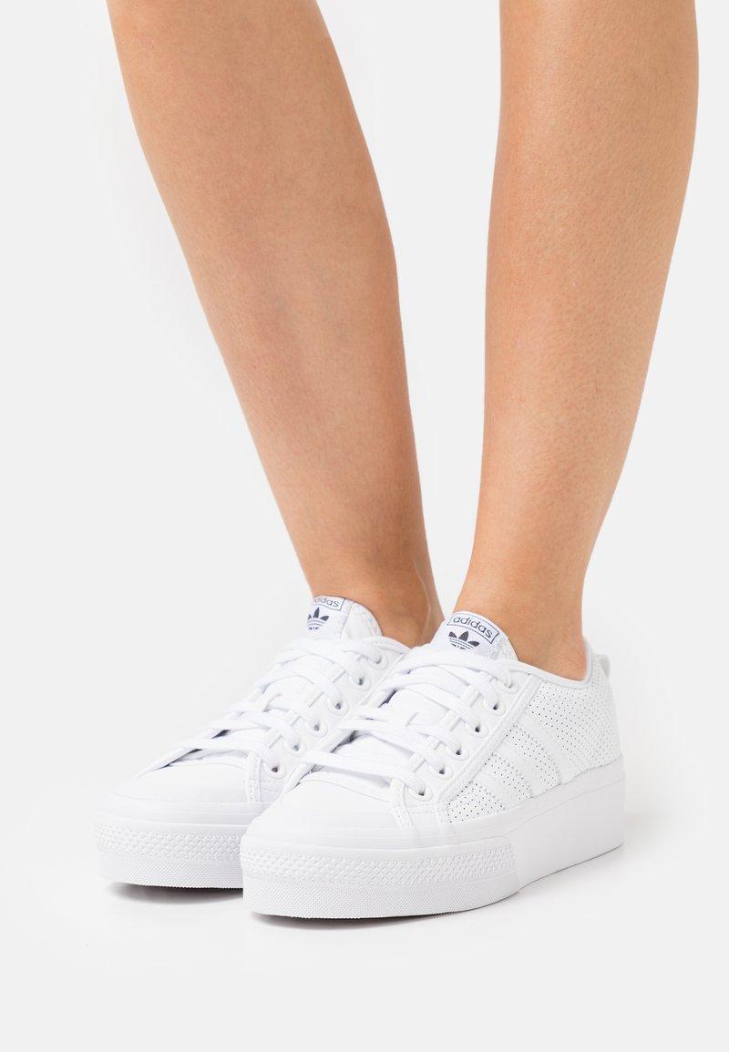 adidas Originals - NIZZA PLATFORM - Sneakers laag - white