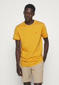 Les Deux - NØRREGAARD - T-shirt basique - yellow - 0