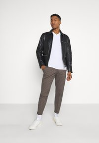 Redefined Rebel - ERCAN  - Chinos - brown - 1