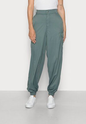 PANT - Cargo trousers - balsam green