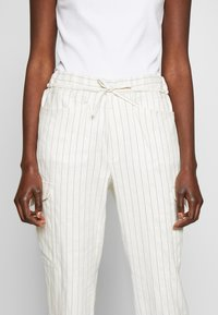 CLOSED - JADE - Trousers - white - 5