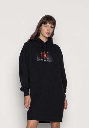 OVERSIZED HOODIE DRESS - Vardagsklänning - black