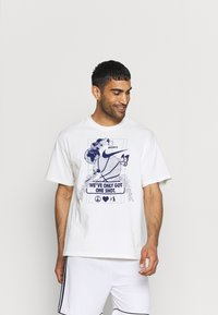 Nike Performance - WE VE ONLY GOT ONE SHOT TEE - Print T-shirt - pure - 0