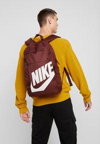 Nike Sportswear - ELEMENTAL - Rucksack - bronze/eclipse - 1