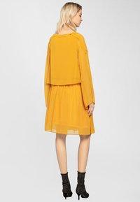 Apart - Robe d'été - yellow - 2