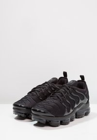 Nike Sportswear - AIR VAPORMAX PLUS - Trainers - black/dark grey - 2