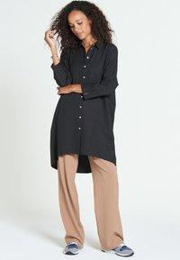Jascha Stockholm - MAROCAIN - Robe chemise - black - 1
