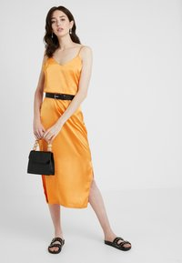 Missguided Tall - CAMI SLIP MIDI DRESS - Robe d'été - orange - 1