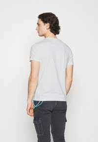 Tommy Jeans - CHEST LOGO TEE - Basic T-shirt - white - 2