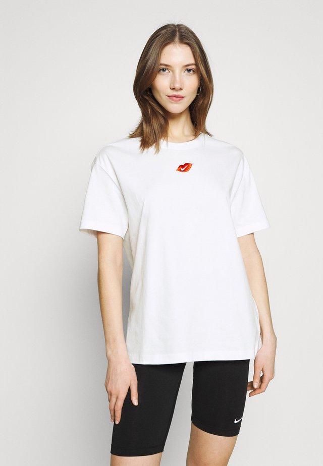 TEE BOY LOVE - Print T-shirt - white