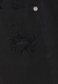 Missguided Petite - HEM DISTRESS - Denim shorts - black - 2