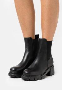 Pavement - LINEA - Platform ankle boots - black garda - 0