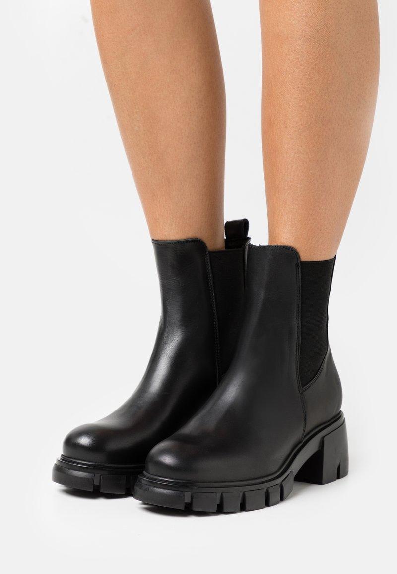 Pavement - LINEA - Platform ankle boots - black garda