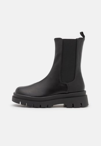 VEGAN MAZE COMBAT PLATFORM MIDI GUSSET BOOT - Platform ankle boots - black smooth