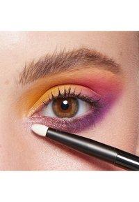 Nyx Professional Makeup - ULTIMATE SHADOW PALETTE FESTIVAL - Palette fard à paupière - 13 festival - 3