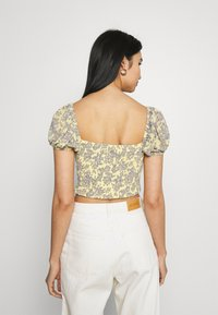 Missguided - FLORAL RUCHED NECK SHIRRED WAIST - Blouse - yellow - 2