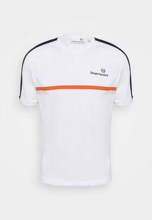 NOLWEN - Potiskana majica - white/orange