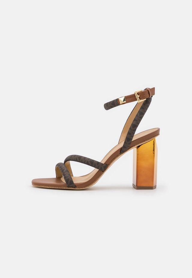 HAZEL ANKLE STRAP - Sandales - brown/luggage