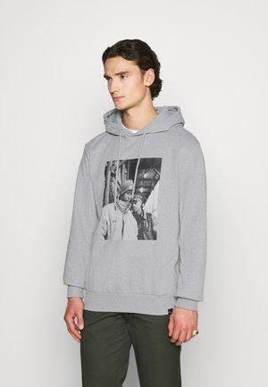 GANG STARR HOODIE - Bluza z kapturem - melange grey