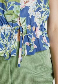 Rolla's - ELLA ROSE GARDEN BLOUSE - Button-down blouse - blue - 5