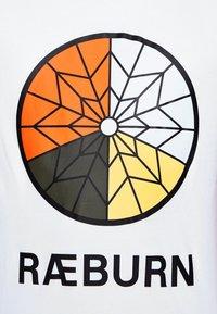 Raeburn - PARACHUTE GRAPHIC  - T-shirts print - white - 7