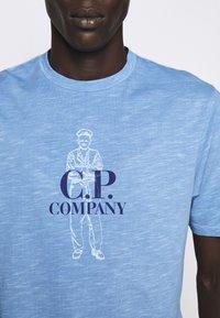 C.P. Company - Print T-shirt - riviera - 7
