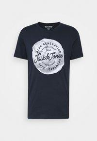 Jack & Jones - JORTANNER TEE CREW NECK - T-shirt print - navy blazer - 3