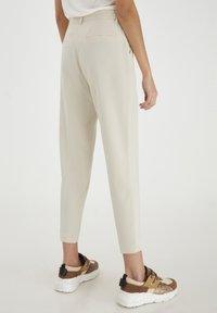 ICHI - IXLEXI - Trousers - tapioca - 2