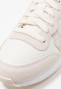 Nike Sportswear - INTERNATIONALIST - Trainers - pale ivory/summit white/white - 2