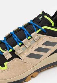 adidas Performance - TERREX HIKSTER LOW - Hiking shoes - savannah/core black/signal green - 5