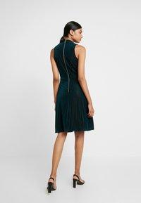 Closet - CENTRE PLEATS A LINE DRESS - Sukienka koktajlowa - teal - 3