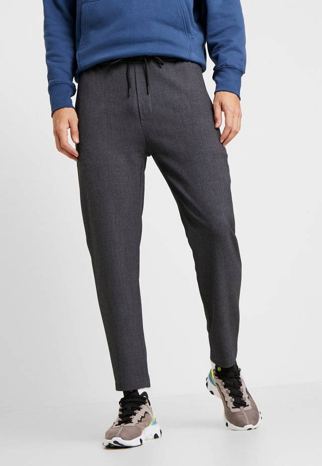 COMFORT CROPPED PANTS - Trousers - darkgrey