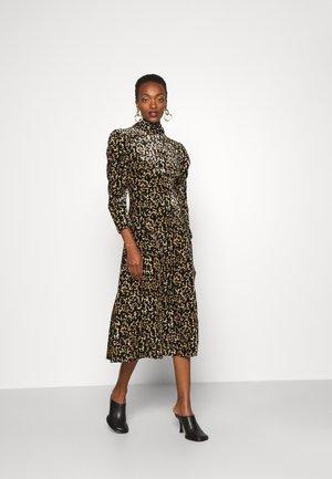ISADORA PRINT - Shift dress - black
