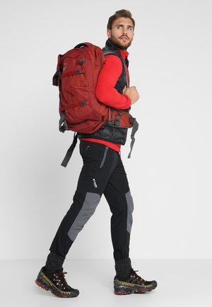 FARPOINT - Vandringsryggsäck - jasper red