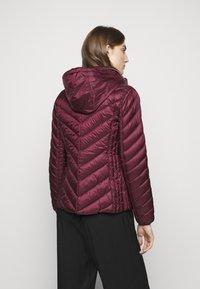 MICHAEL Michael Kors - SHORT PACKABLE PUFFER - Down jacket - dark ruby - 3
