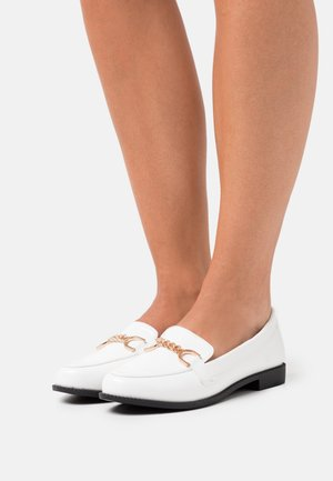 WIDE FIT CHANTELINE - Scarpe senza lacci - white