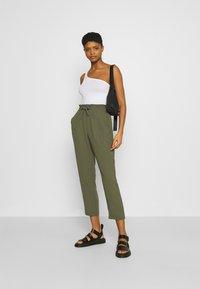 Vero Moda - VMKENDRAKARINA PANT - Trousers - ivy green - 1