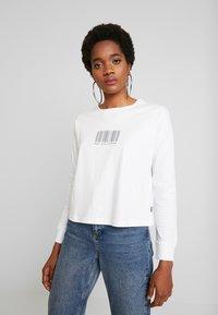 Noisy May - NMODESSA - Camiseta de manga larga - bright white/black - 0