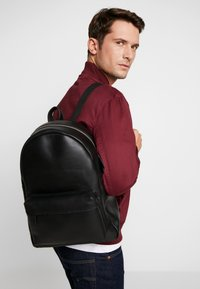 Pier One - UNISEX LEATHER  - Rucksack - black - 1