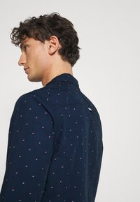 Tommy Jeans - DOBBY SHIRT - Shirt - blue - 4